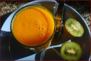 Frullato light di kiwi e arance