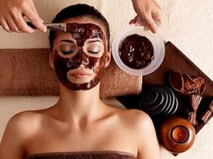 Maschera per il viso fai da te rivitalizzante al cioccolato