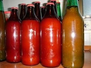 Conserve fatte in casa: Pomodori in bottiglia