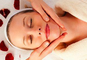 Combattere le rughe con il massaggio del viso